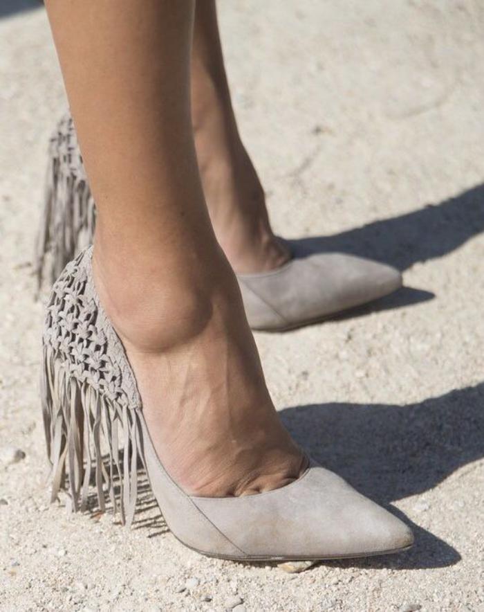 chaussures-à-franges-escarpins-gris-clair