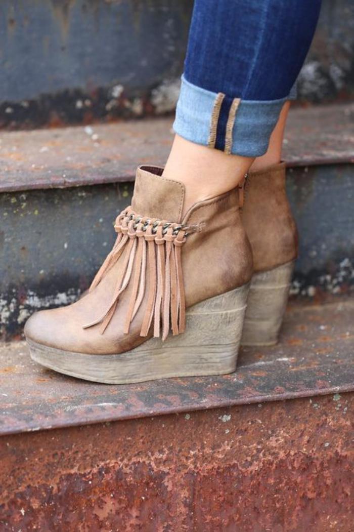 chaussures-à-franges-jolies-bottes-beiges-franges