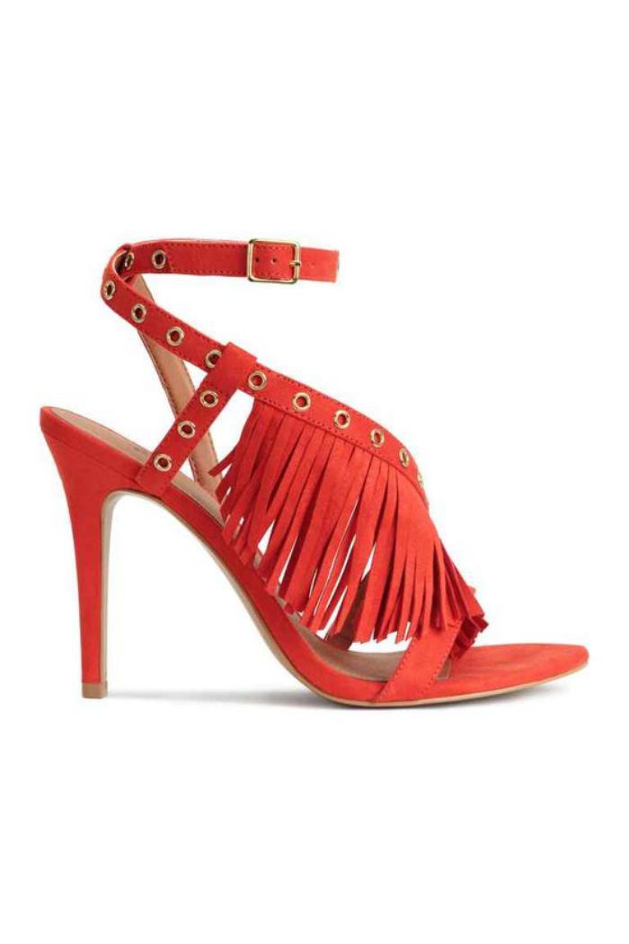 chaussures-à-franges-modèle-le-sandales-rouges