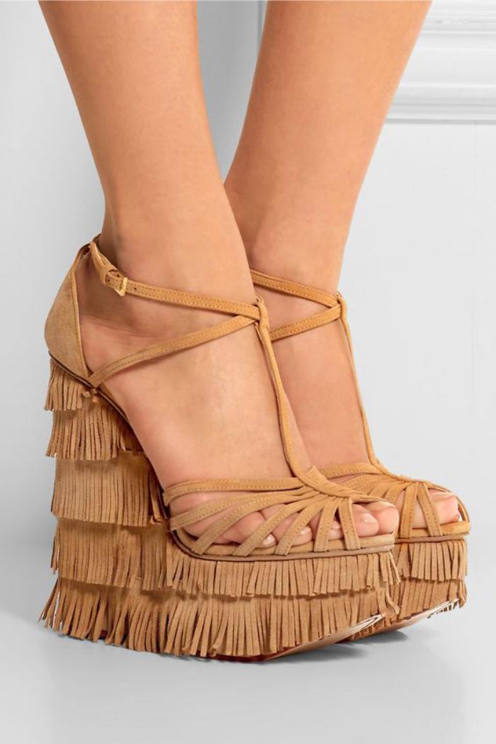 chaussures-à-franges-sandales-beiges-plateforme
