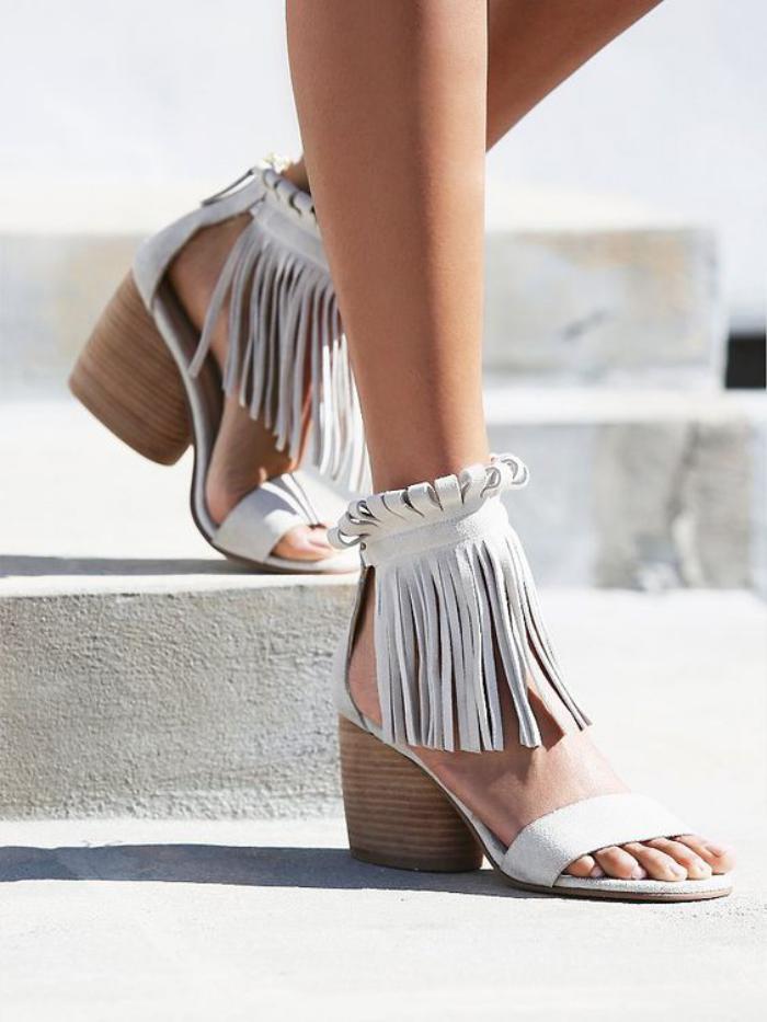 chaussures-à-franges-sandales-boho-grises