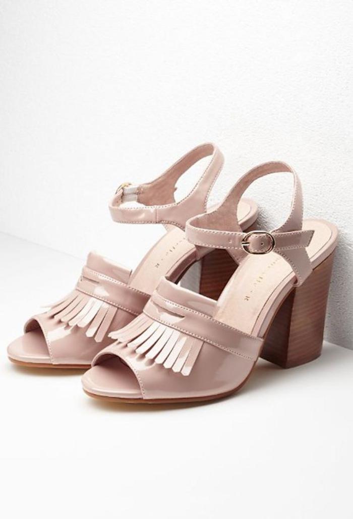chaussures-à-franges-sandales-couleur-rose-nude