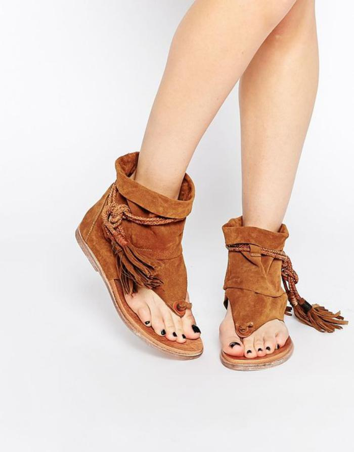 chaussures-à-franges-sandales-grecques-camel