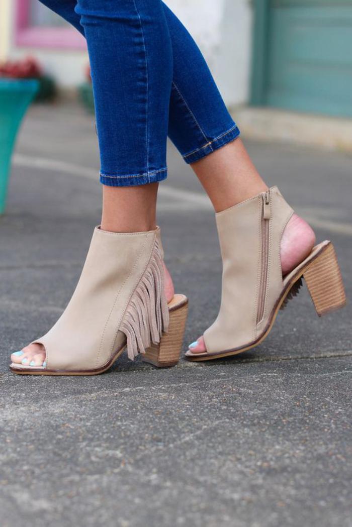 chaussures-à-franges-sandales-originales-beiges