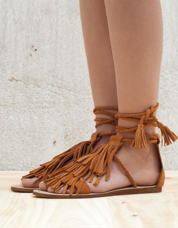 chaussures-à-franges-sandales-plates-couleur-camel