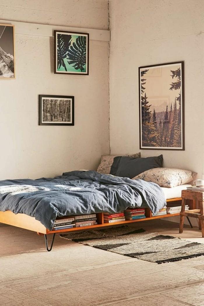 cocooning-mais-retro-conforama-chambre-fille-sol-en-tapis-beige-couverture-de-lit-en-bleu-foncé