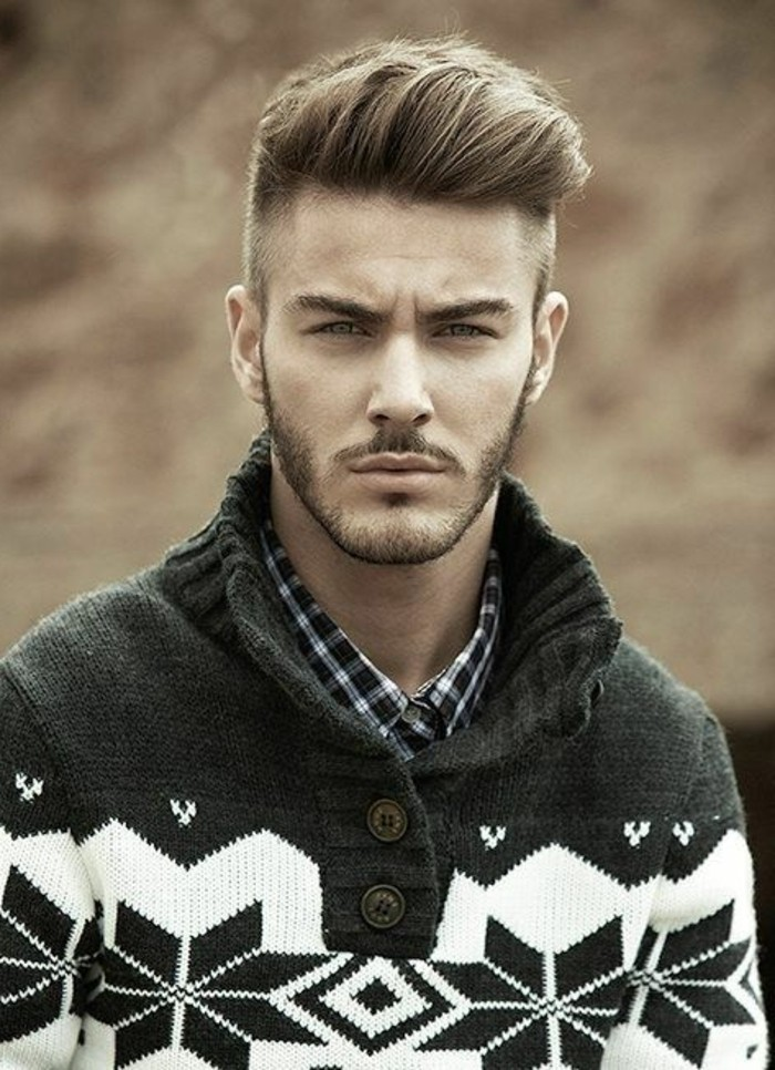 coiffure-banane-homme-cheveux-blonds-idees-homme-pull-homme-tendances