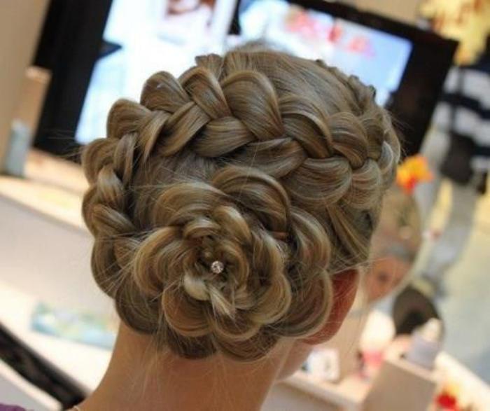 coiffure-originale-et-facile-avec-tresses