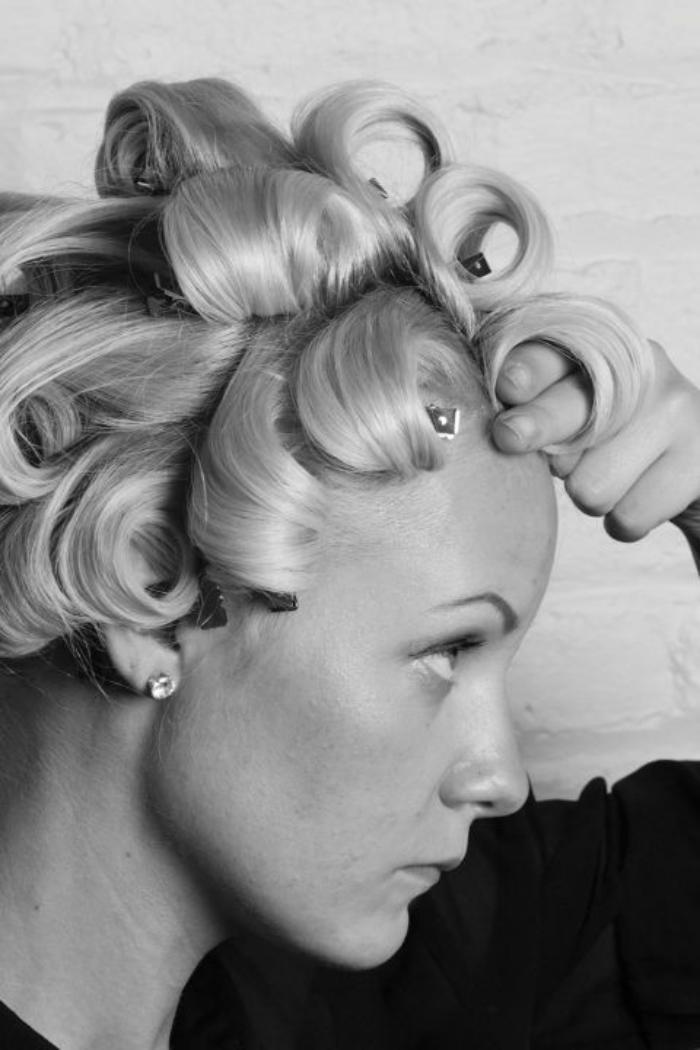 coiffure-originale-et-simple-se-faire-des-boucles-faciles
