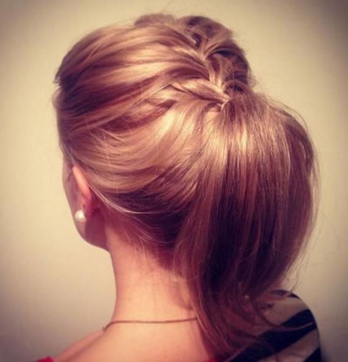 coiffure-originale-ponytail-avec-tresse