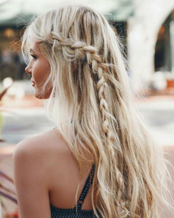 coiffure-originale-tresse-sur-lecoté-style-boho