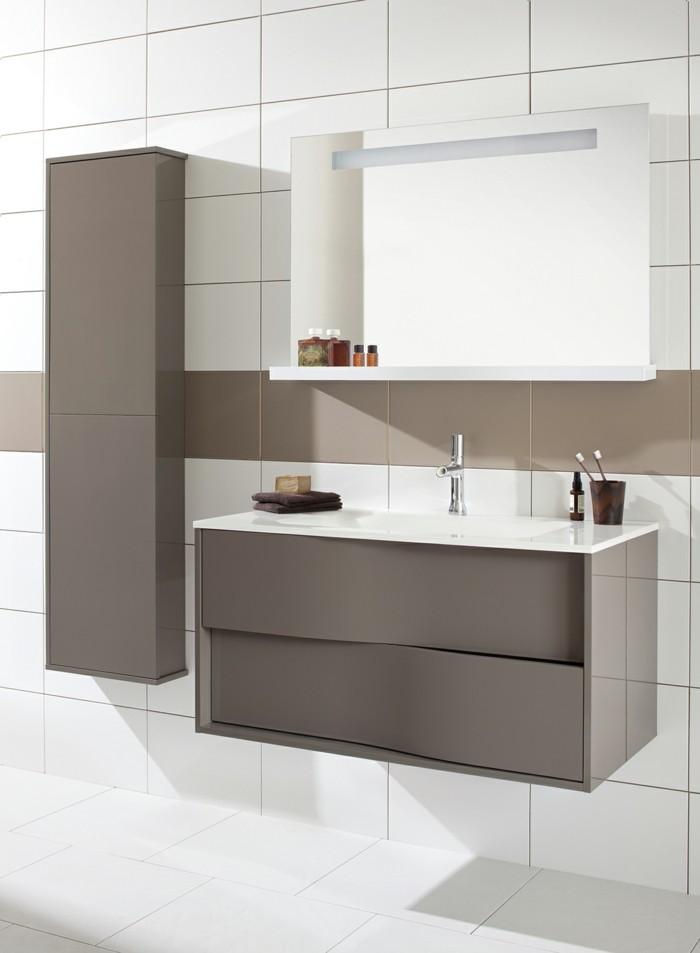 colonne-salle-de-bain-ikea-en-beige-foncé-mur-et-sol-carrelage-blanc
