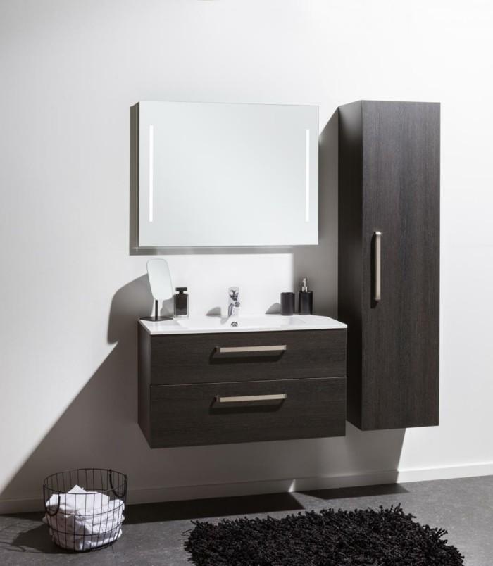 colonne-salle-de-bain-ikea-en-bois-de-couleur-foncé-tapis-noir-fourrure-mur-beige