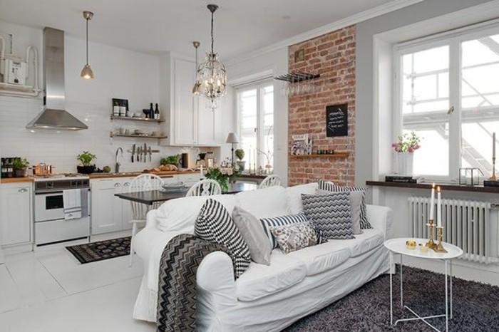 ... petite cuisine blanche mur en carrelage blanc, tapis gris,murs blancs