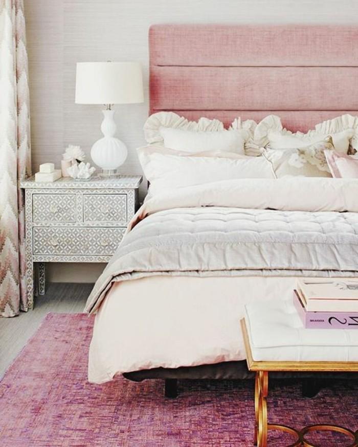 conforama-chambre-fille-en-rose-et-beige-tapis-coloré-couverture-de-lit-en-couleur-lin