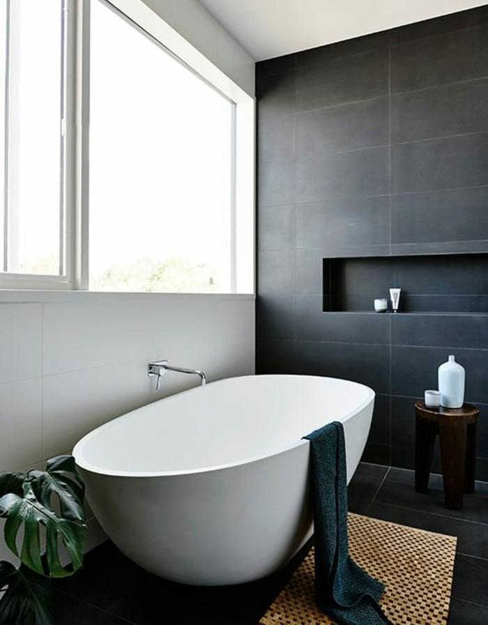 couleur-salle-de-bain-blanc-noir-grande-fenetre-sol-et-mur-en-carrelage-noir