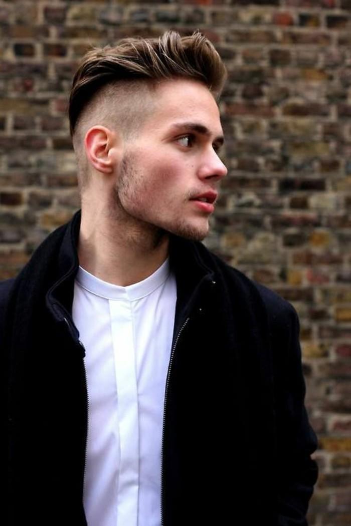 coupe-de-cheveux-homme-court-sur-les-cotés-cheveux-blonds-homme-idees-coupe-de-cheveux