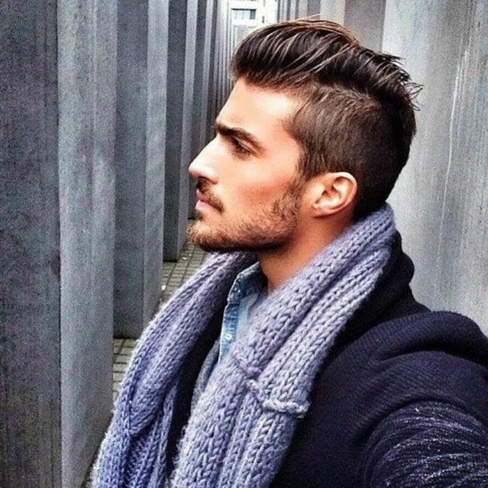 coupe-de-cheveux-homme-court-sur-les-cotés-coiffure-banane-homme-cheveux-marrons-idees