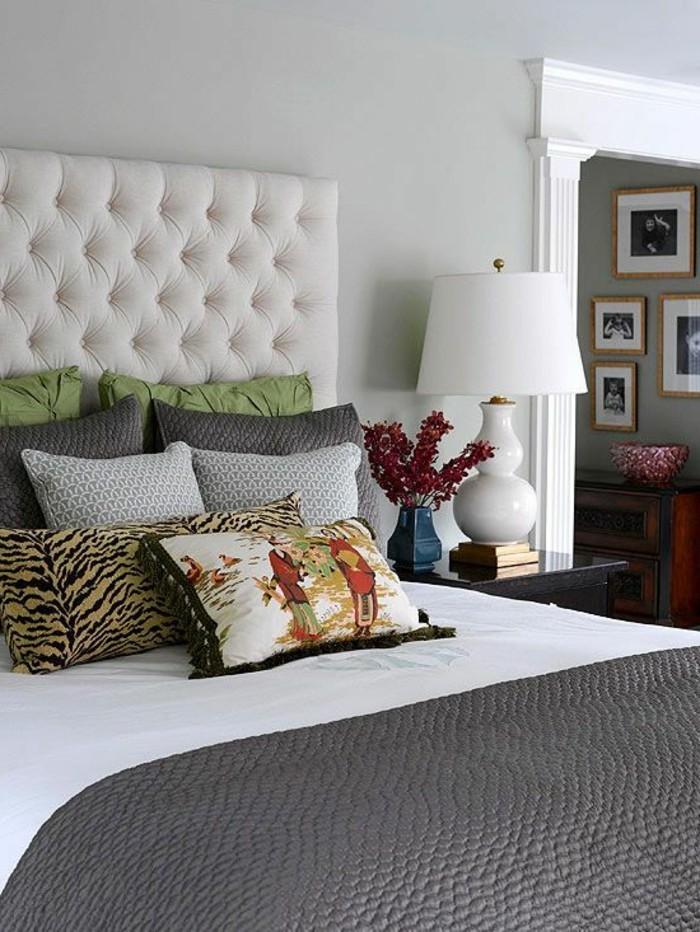 couverture-de-lit-deux-personnes-lampe-de-chevet-blanche-lit-double-pas-cher-tete-de-lit-capitonné