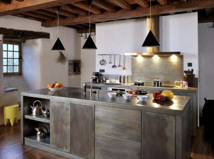 cuisine-avec-bar-en-zinc-intéieur-déco-moderne