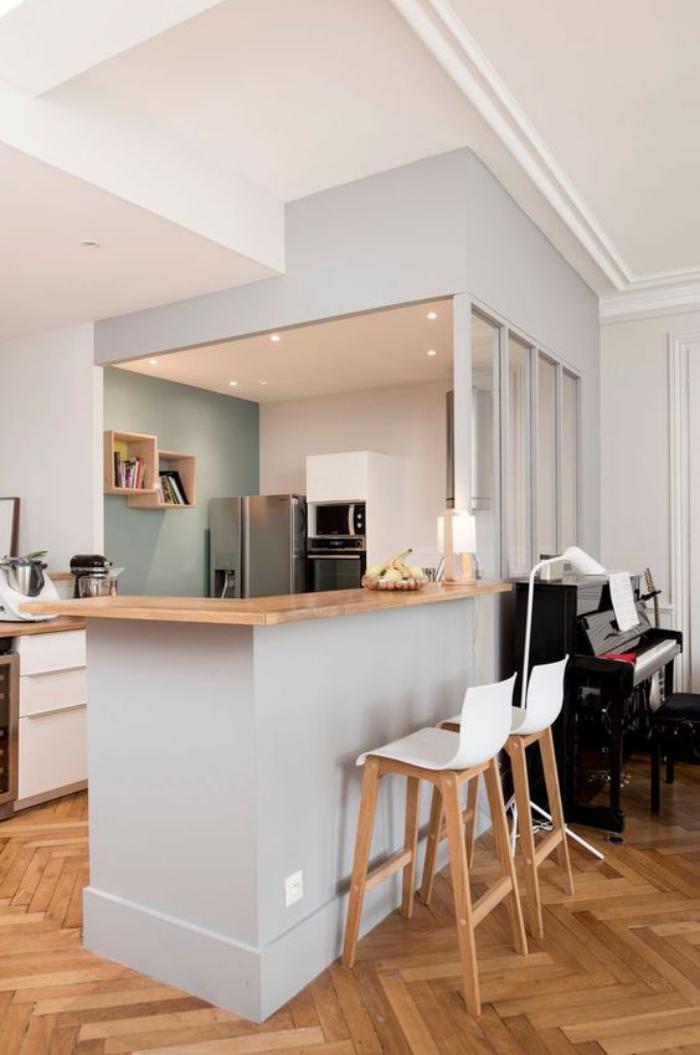 cuisine-avec-bar-cuisine-moderne-déco-bois-et-blanc