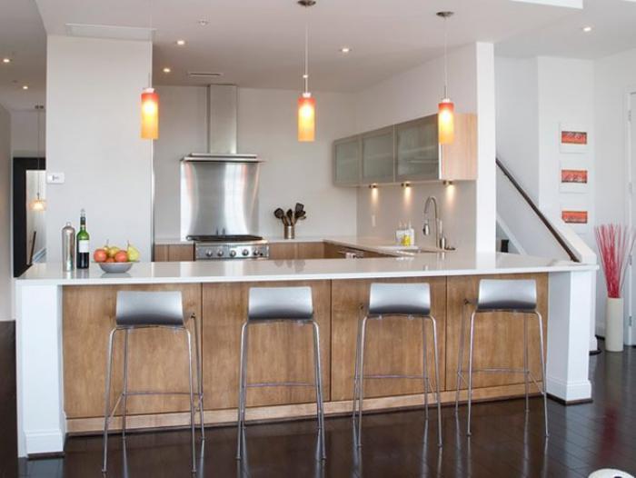 cuisine-avec-bar-cuisine-ouverte-avec-bar-tabourets-métalliques