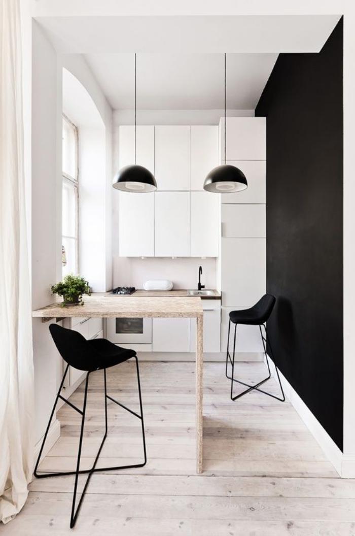 cuisine-avec-bar-en-noir-et-blanc