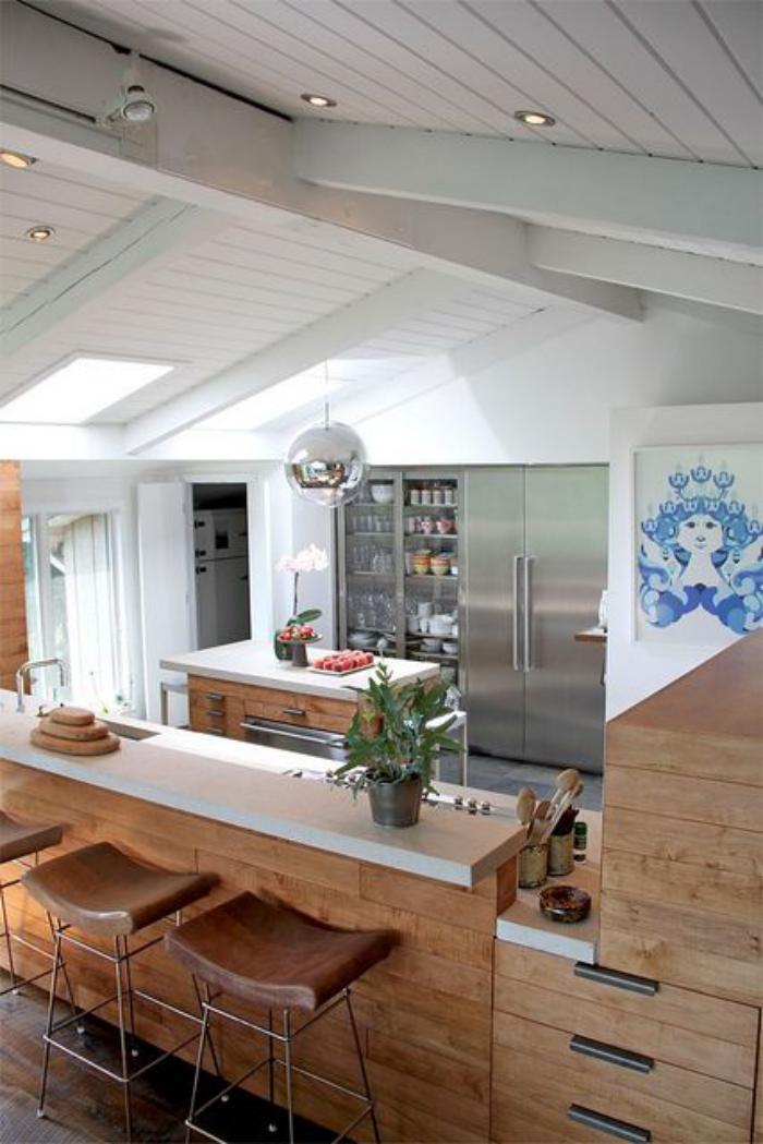 cuisine-avec-bar-jolie-cuisine-contmporaine-plafond-lattes-de-bois