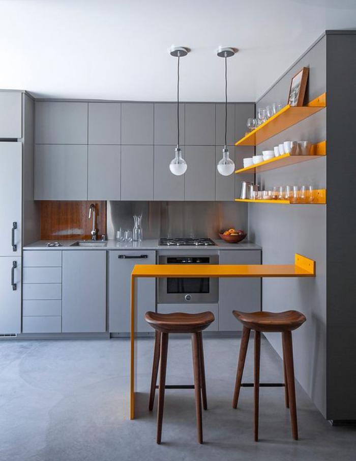 cuisine-avec-bar-petit-bar-suspendu-cuisine-jaune-et-grise