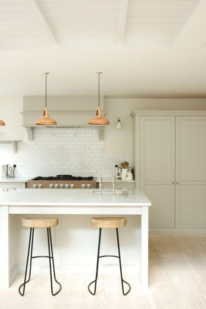 cuisine-avec-bar-une-cuisine-toute-blanche-tuiles-murales