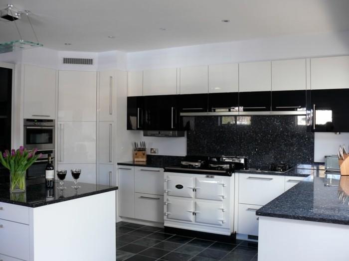 Cuisine blanche avec plan de travail noir 73 id es de relooking for Cuisine avec carrelage noir et blanc