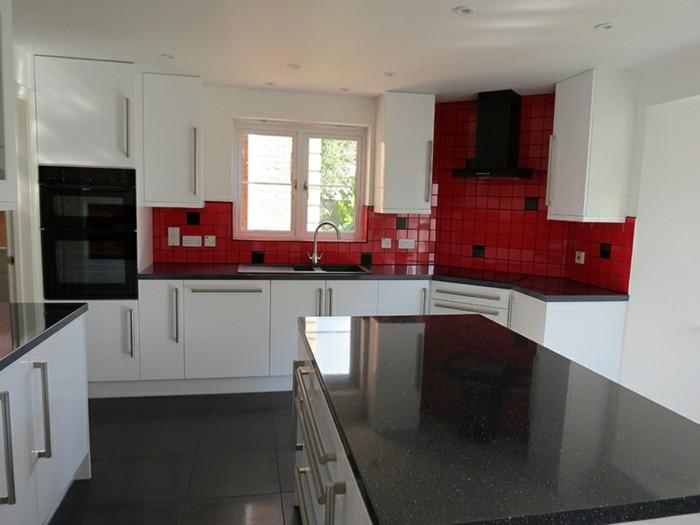 cuisine blanche avec plan de travail noir 73 id es de. Black Bedroom Furniture Sets. Home Design Ideas