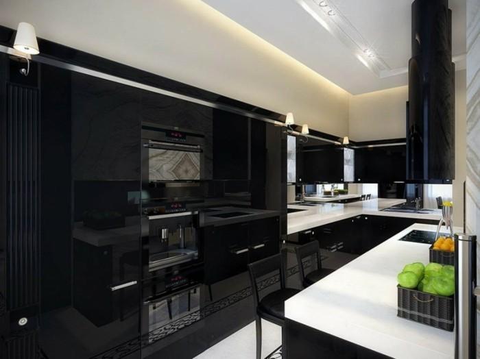 cuisine-blanche-avec-plan-de-travail-noir-bien-classe-resized