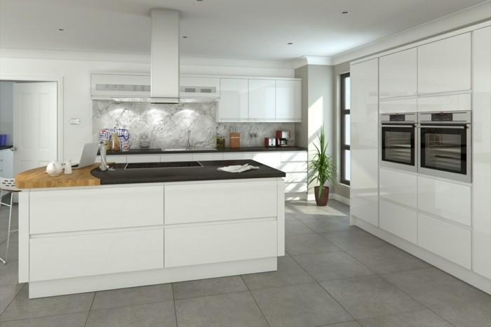 cuisine-blanche-avec-plan-de-travail-noir-de-reve-bien-pratique-resized