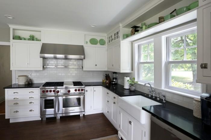 cuisine-blanche-avec-plan-de-travail-noir-schema-angulaire-resized