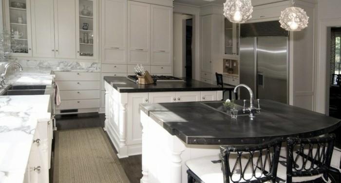 cuisine-blanche-avec-plan-de-travail-noir-tres raffine-resized