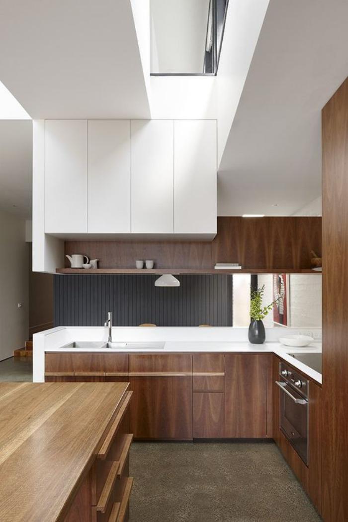 cuisine-blanche-et-bois-aménagement-moderne-de-cuisine