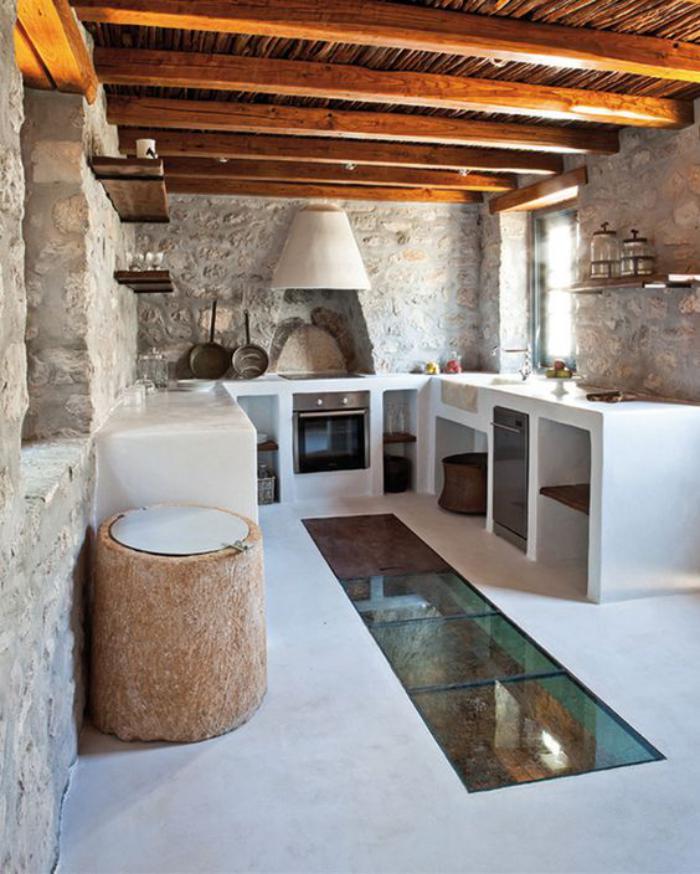 cuisine-blanche-et-bois-ancienne-maison-renovée