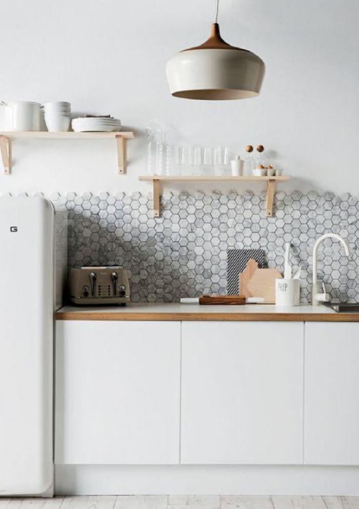 cuisine-blanche-et-bois-cuisine-bois-blanc-tuiles-hexagonales