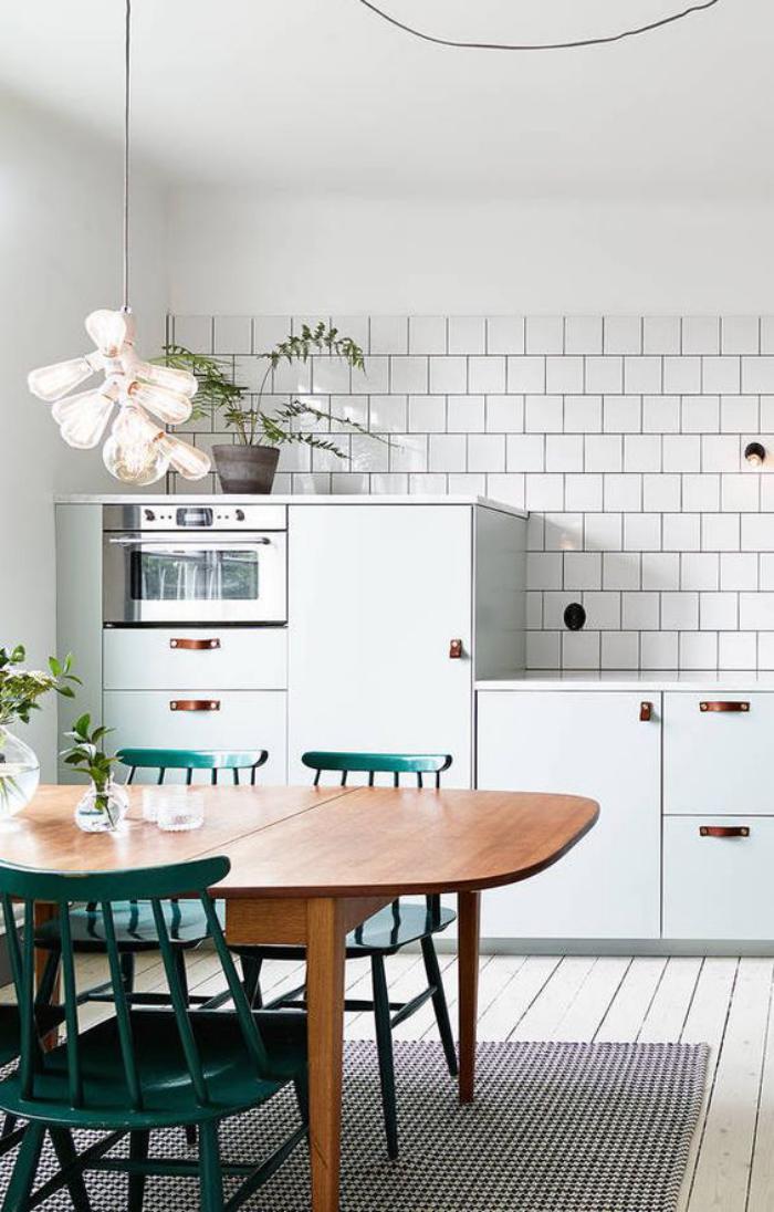 cuisine-blanche-et-bois-cuisine-déco-blanche-avec-jolie-table-de-bois