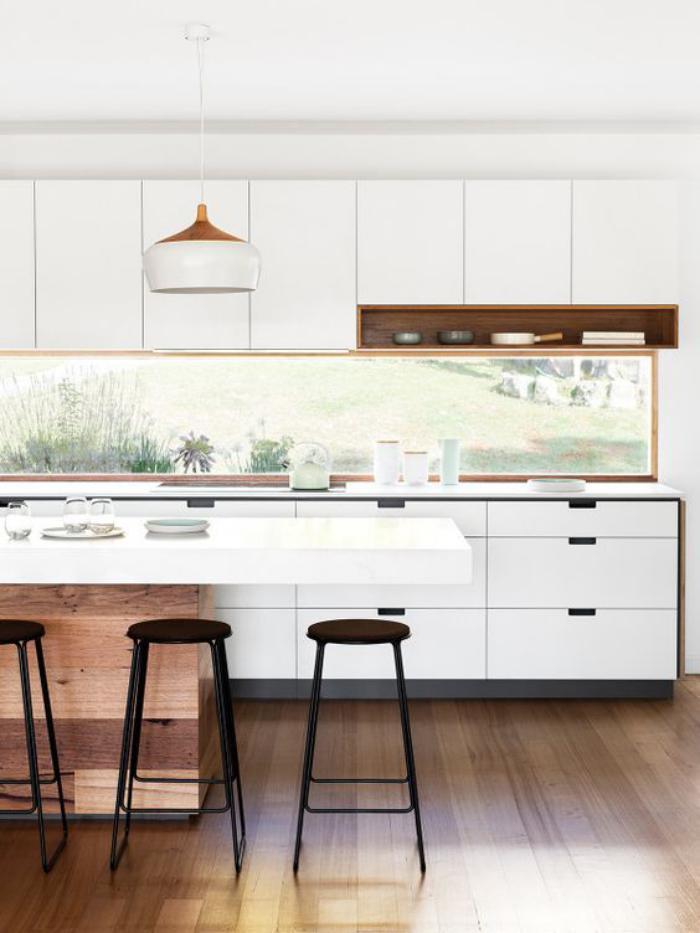 cuisine blanche et bois, ilot comptoir de cuisine en bois et blanc