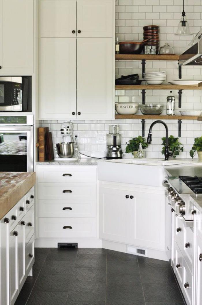 cuisine-blanche-et-bois-petite-cuisine-sympathique