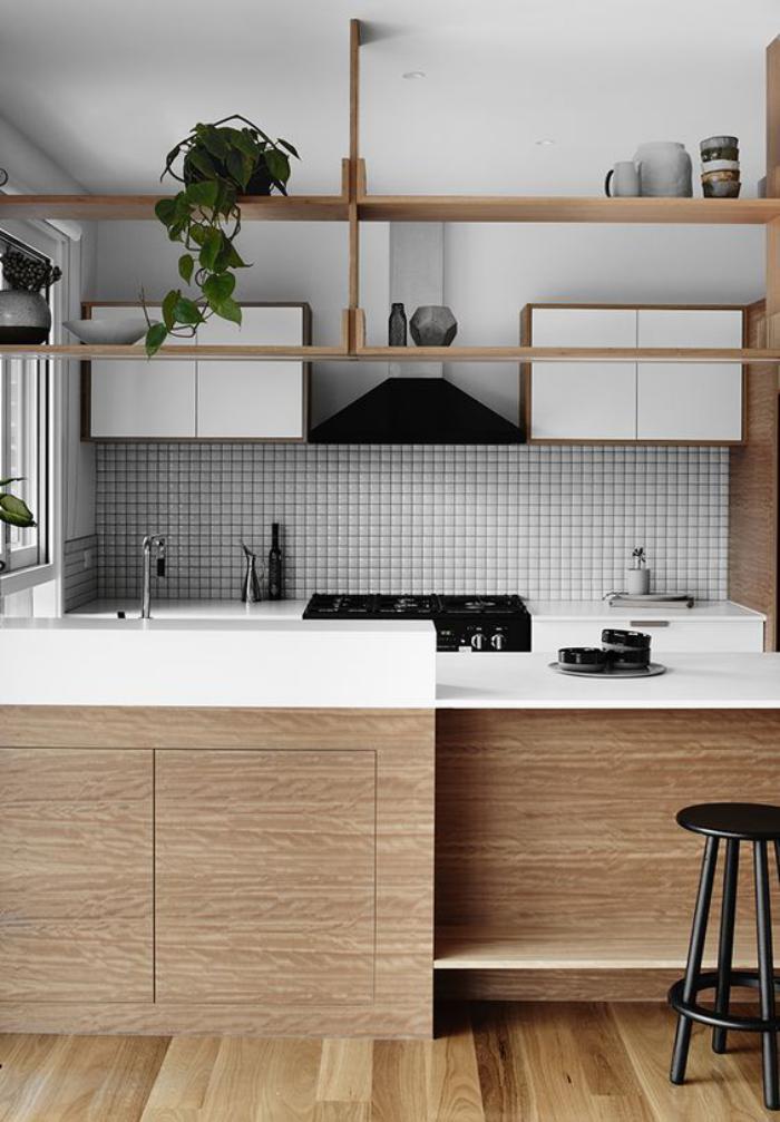 cuisine-blanche-et-bois-rangement-apparent-cuisine-bois-et-blanc