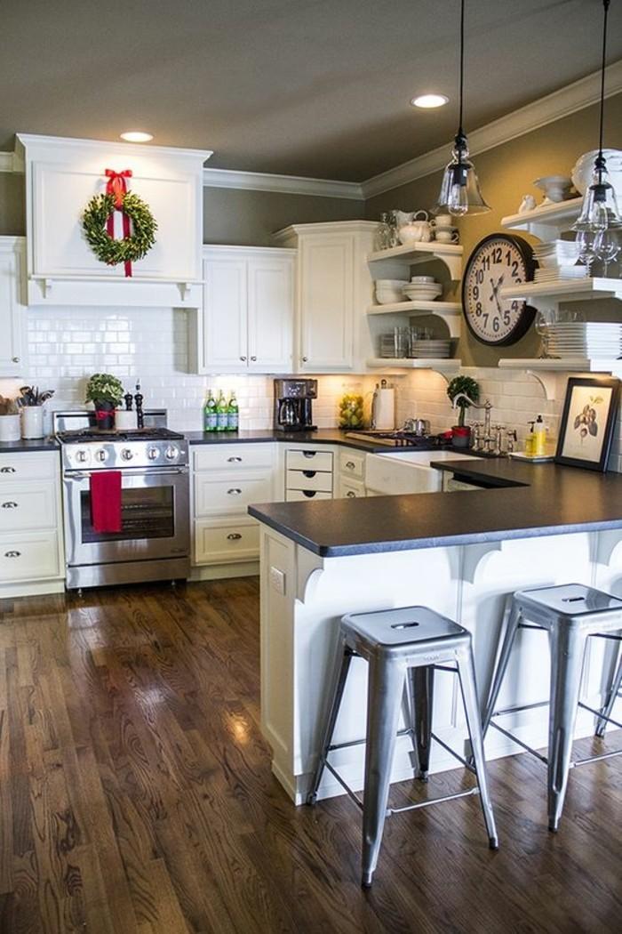 cuisine-en-u-avec-bar-sol-en-parquet-foncé-bois-naturel-deco-murale-cuisine