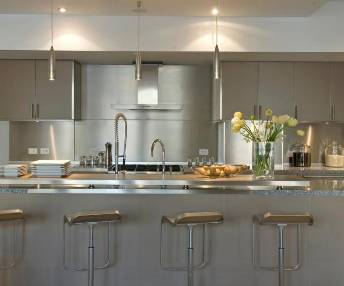 Cuisine blanche et inox id es et astuces en 90 photos for Lavabo inox cuisine
