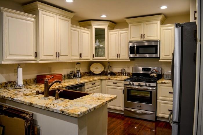 comment meubler votre cuisine semi ouverte. Black Bedroom Furniture Sets. Home Design Ideas