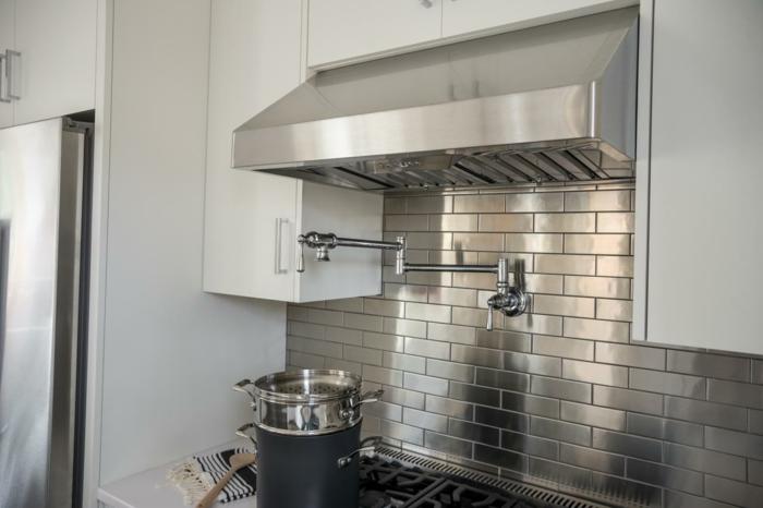 Cuisine blanche et inox id es et astuces en 90 photos for Cuisine metal noir