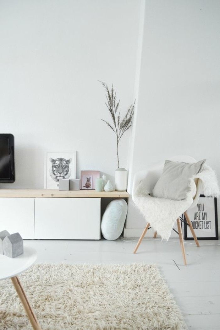 déco-appartement-étudiant-appartement-minimaliste-tapis-blanc-chaises-blanches