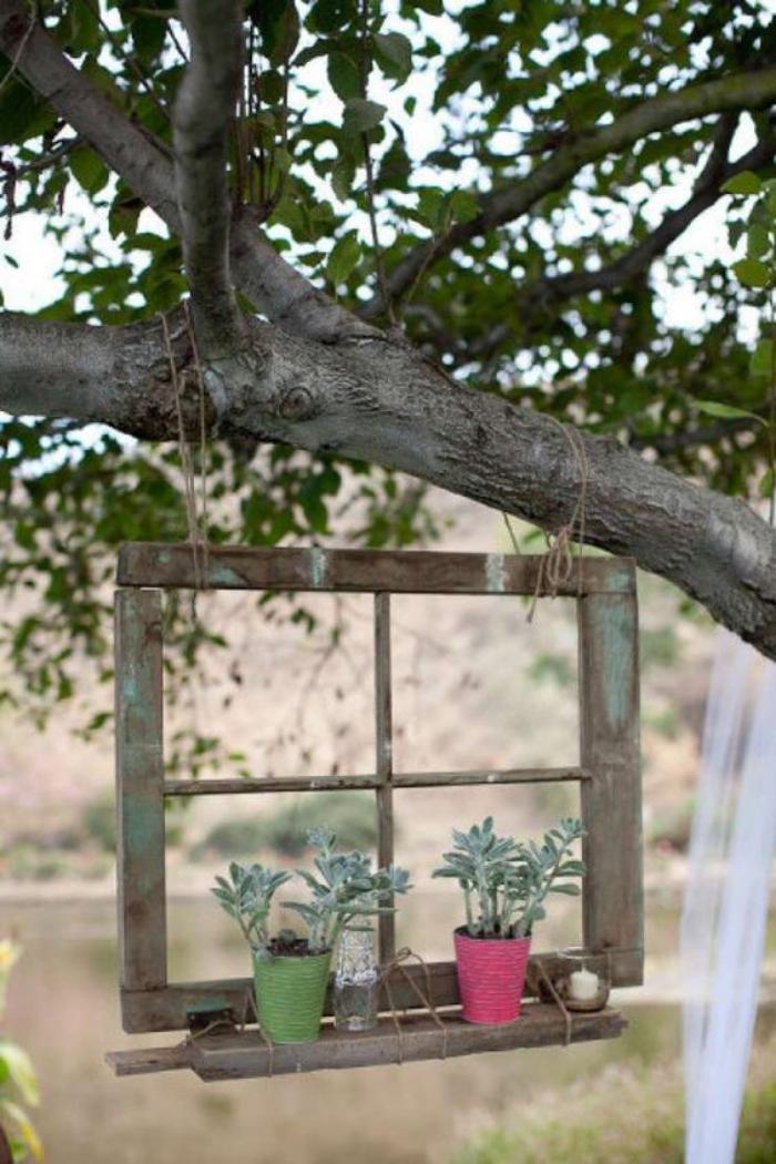 déco-jardin-récup-cadre-de-vieille-fenêtre-suspendue