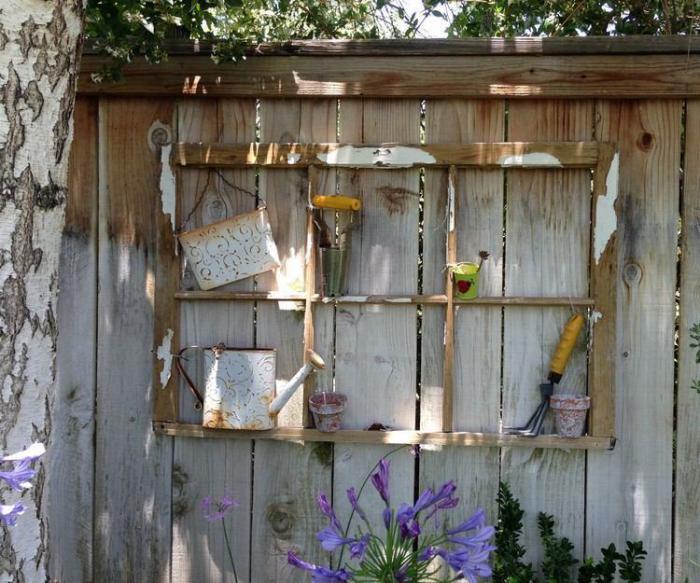 déco-jardin-récup-déco-rustique-avec-cadre-de-fenêtre